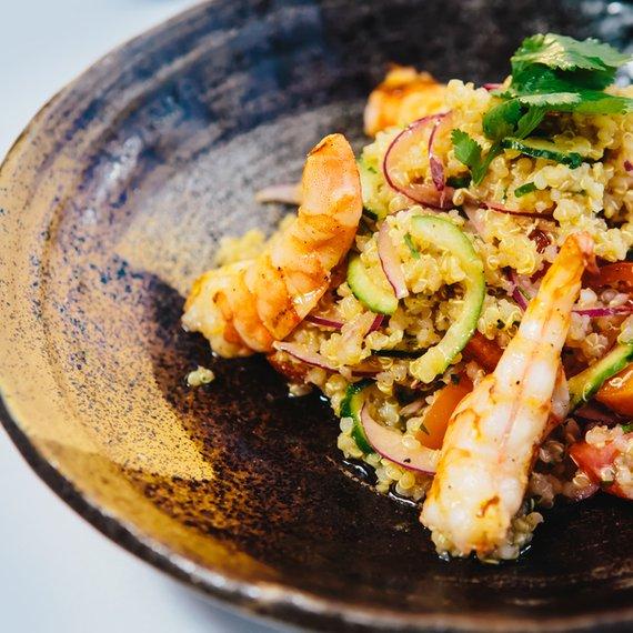 Salát s quinoou a krevetami