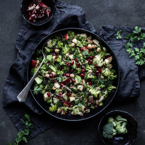 Brokolicový salát s cizrnou