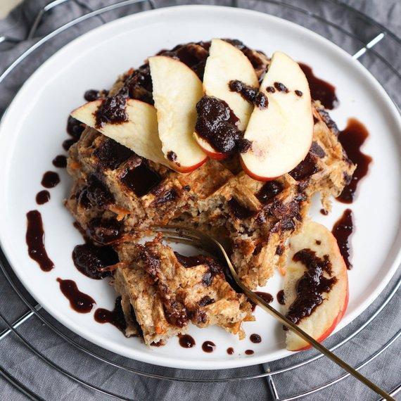 Mrkvové vafle s jablkem a skořicí