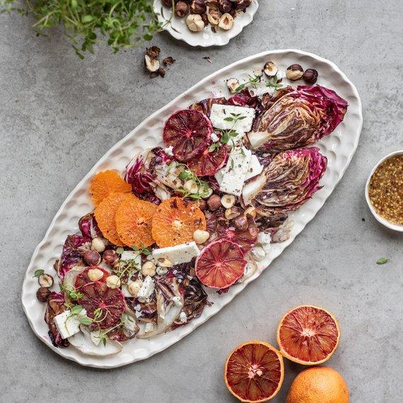 Salát s grilovanou čekankou a citrusy