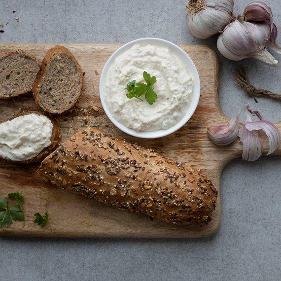 Česneková pomazánka z řeckého jogurtu