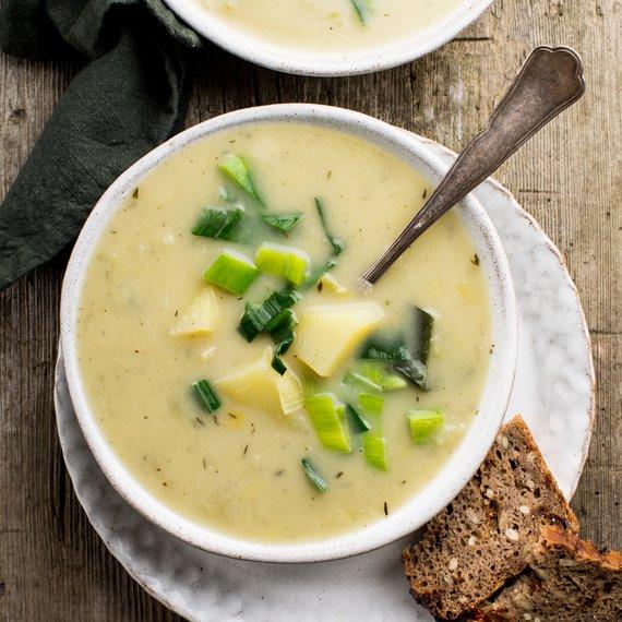 Pórková polévka s bramborami a petrželí