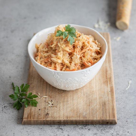 Salát z kysaného zelí s mrkví