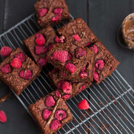 Fazolové brownies s malinami