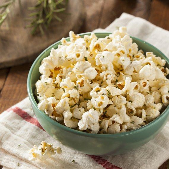 Popcorn s rozmarýnem