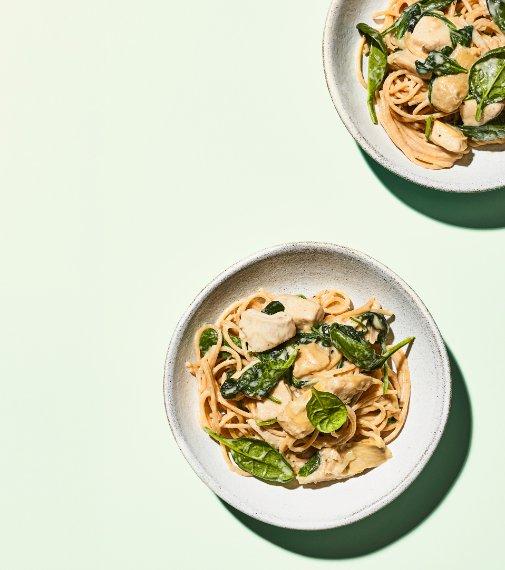 Špagety s krůtím masem, artyčoky a špenátem