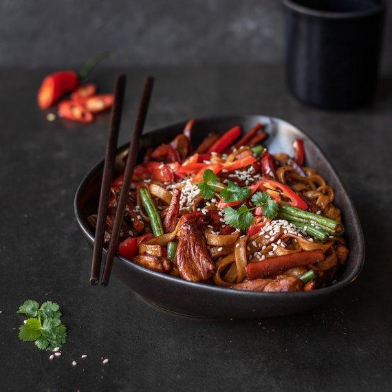 Rýžové nudle s kuřecím masem