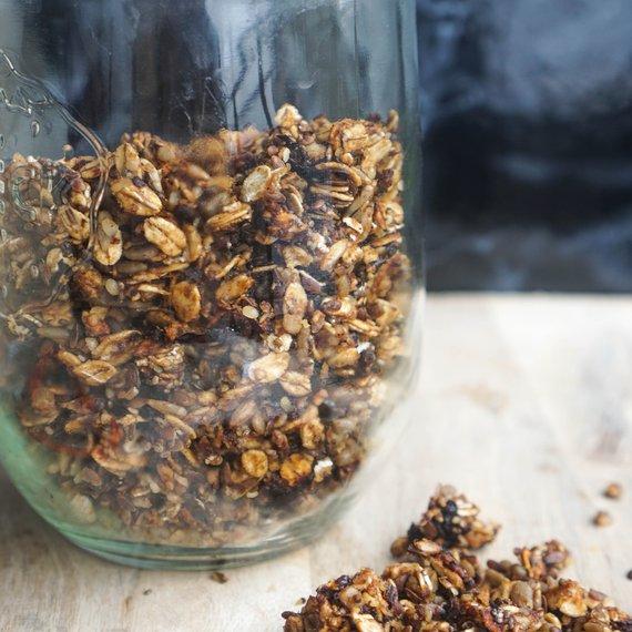 Granola se sušenými švestkami