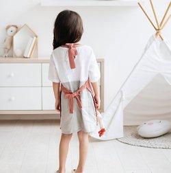 Dětská zástěra MagicLinen – růžová (4–7 let)